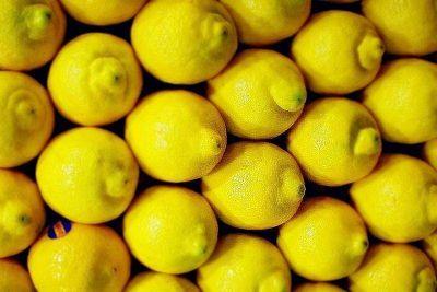 En una original protesta, el sindicato de Taxis de La Plata sortea dos kilos de limones