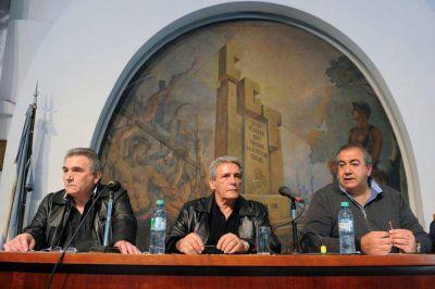 El triunvirato se reúne con representantes de sindicatos industriales