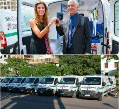 La Gobernadora entregó 50 ambulancias