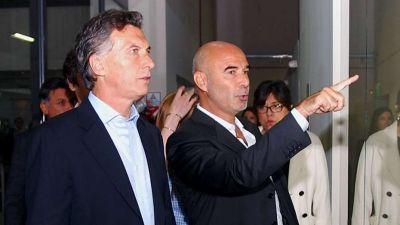Macri evaluó echar a Gómez Centurión, pero por ahora no le suelta la mano