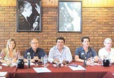 El PJ bonaerense posterga definiciones electorales y apunta contra Macri y Vidal