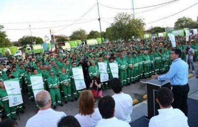 Capitanich entregó uniformes para 2.400 trabajadores municipales