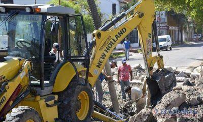 Trabajan para reconstruir a nuevo pluviales subterráneos y pavimento en el Molina Punta