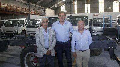 Garro presentó la instalación de la primera planta automotriz platense