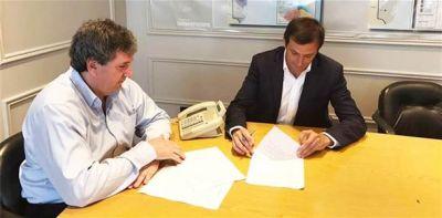 El intendente firmó el convenio para la construcción de 104 viviendas