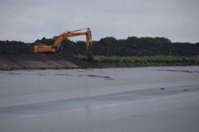 El ensanche y limpieza del Canal 1 avanza aguas arriba