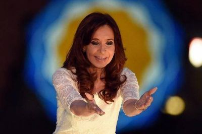"""¿Qué trama el peronismo para que la complicada CFK diga """"sí, quiero"""" y se presente como candidata?"""