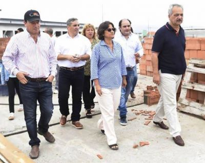 Lucía Corpacci junto a Funcionarios recorrió obras en la capital