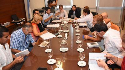 Docentes marcan la cancha: sin paritaria nacional, no habrá acuerdo en la provincia