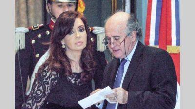 Difunden nueva escucha de Cristina con Parrilli: pide