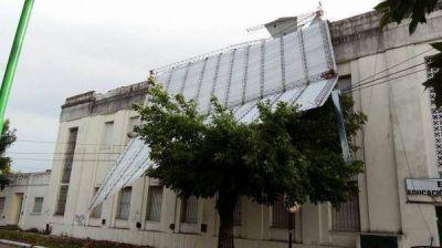 Fuerte temporal en gran parte de la Provincia: destrozos, evacuados y hasta un muerto