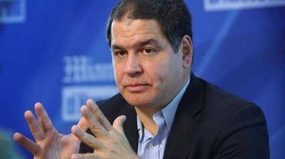 Un diputado opositor venezolano denuncia que el gobierno de Nicolás Maduro le impide salir del país