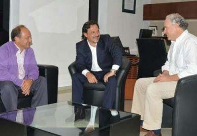 Sáenz se reunió con Canepa y Villada para analizar la agenda legislativa