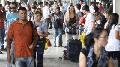 Paro sorpresivo de micros en la Terminal deja a cientos sin poder viajar