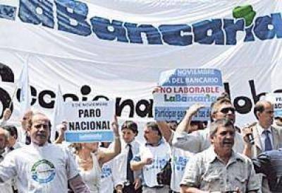Se agrava conflicto con bancarios que definirán medidas de fuerza