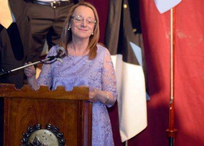 Alicia Kirchner aumentó sueldos de ministros, funcionarios y dio manos libres para pagar asesores y gastar sin límites