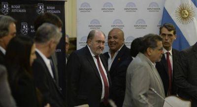 Verna vuelve a desafiar a Macri y paga el aumento a los bancarios de La Pampa