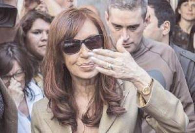 Pese a embestidas, Cristina sigue al frente de sondeos en la provincia