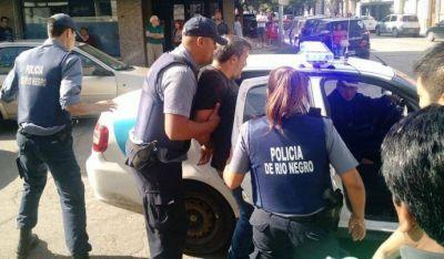 Detuvieron al líder de ATE Río Negro durante protesta contra Macri