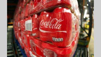 Ingresos de Coca-Cola caen por séptimo trimestre consecutivo
