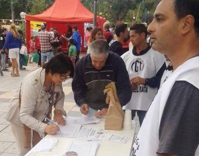 Trabajadores de la CGT juntan firmas por la recuperación de los feriados puente
