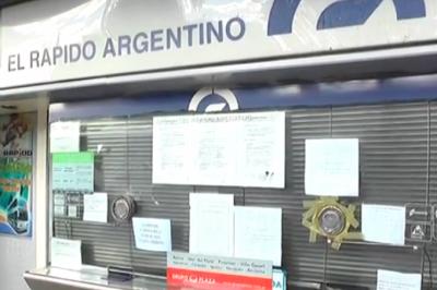 Sigue el paro de choferes de la provincia: pasajeros reclaman respuestas a la empresa