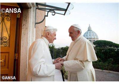 El Papa emérito reza por la Iglesia y por su Sucesor