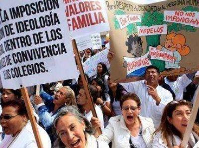 Evangélicos y católicos marchan contra ideología de género en Perú