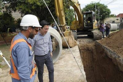Nardini superviso la obra hidráulica en marcha en el barrio El Cruce