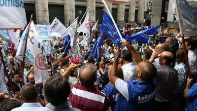 Presión gremial al Gobierno, con paro de bancarios y marcha de la UOM