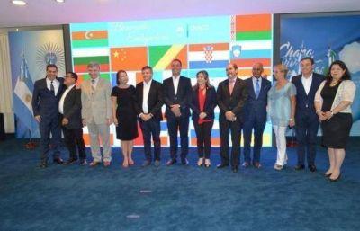 Peppo recibió a un grupo de embajadores extranjeros