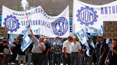 La UOM denuncia más de 10 mil despidos en el sector y rechaza techo a las paritarias