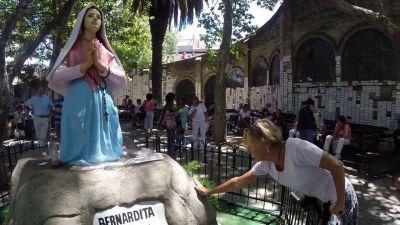 Miles de fieles acudieron a los templos dedicados a la Virgen de Lourdes