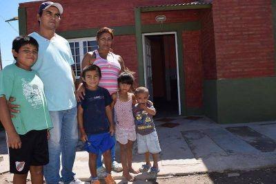 Se entregaron más de 20 viviendas sociales en La Banda y en el Departamento Banda