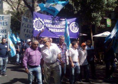 La Unión Obrera Metalúrgica denunció más de 10 mil despidos en el sector y marchó en todo el país