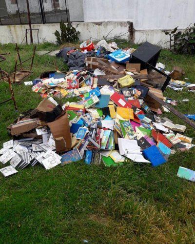 Más robos culturales, tirando libros a la calle y amarillos con Rojas