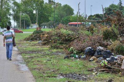 Los residuos copan calles y ramblas en la periferia