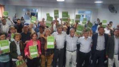 31 familias chivilcoyanas recibieron su Escritura de Regularización y títulos de propiedad