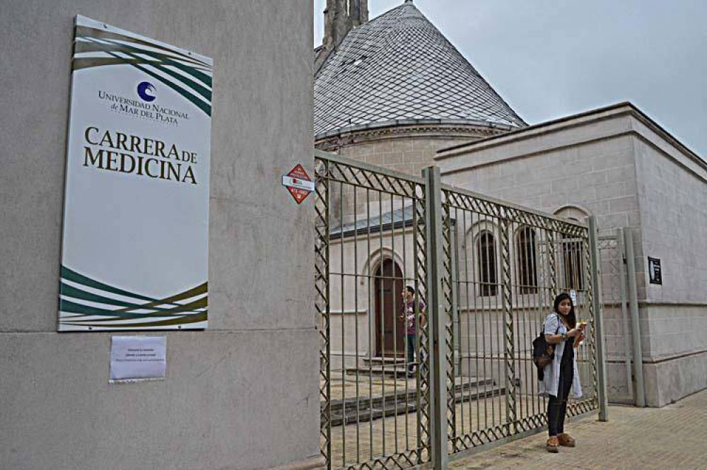 Desde ayer se dicta la primera carrera de Medicina pública y gratuita de Mar del Plata