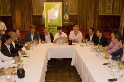 Una vara alta: Vidal quiere generar 20 mil lotes con servicios en todo 2017