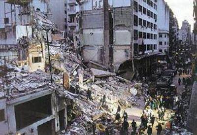 Aceptan a dos padres de víctimas como querellantes en denuncia de Nisman a ex Presidenta