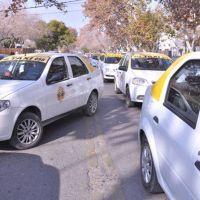 Sólo el 46% de los taxistas y remiseros truchos se presentó al blanqueo