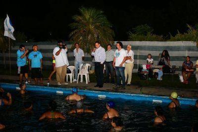 El intendente Jofré compartió un grato momento con participantes del aquagym