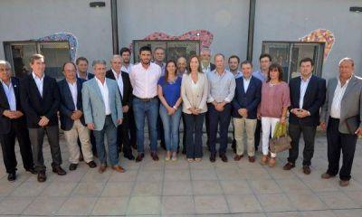 Vidal juntó a una docena de intendentes de todos los palos, y por supuesto hubo foto