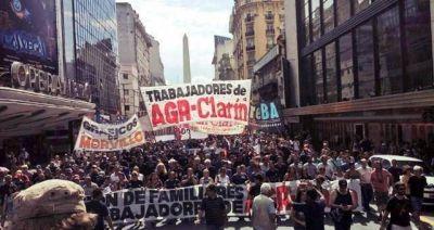 Los gráficos vuelven a marchar a Plaza de Mayo contra los 380 despidos en AGR-Clarín