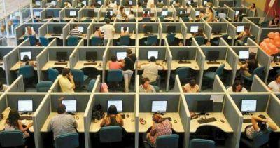 """Tras perder 10 mil empleos, gremio de call centers promueve una ley de """"compre argentino"""""""