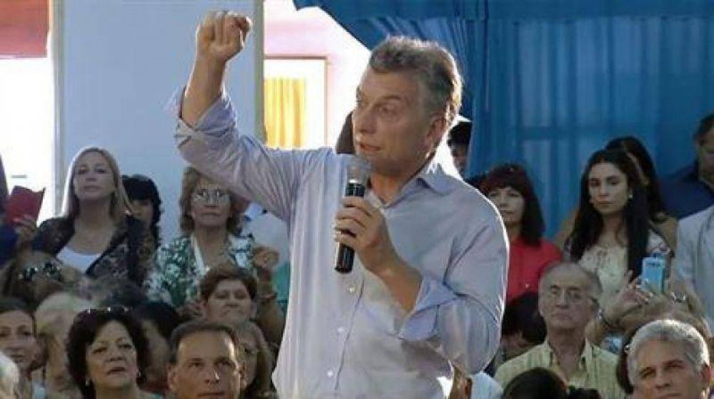 Macri visitó un centro de jubilados tras la marcha atrás por el aumento: