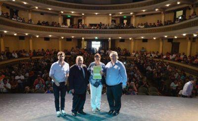 Arroyo y De La Torre entregaron entregaron escrituras de viviendas a vecinos de Mar del Plata y Batán