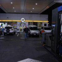 Las estaciones de servicio y las concesionarias se oponen a ser quienes controlen a los motociclistas