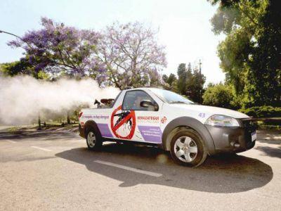 Contra el Dengue fumigan en barrios
